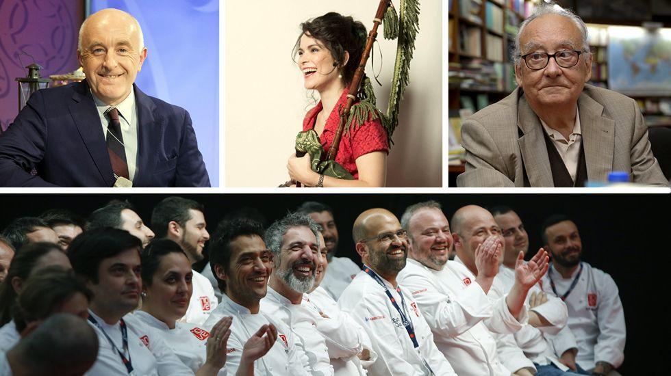 <span lang= gl >Medallas Castelao para a perfecta mistura de traballo e talento</span>.Gayoso, Pato, Beramendi y los cocineros del Grupo Nove