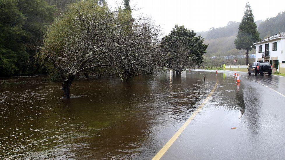 Desbordamiento del río Landró, en Landrove, Viveiro.