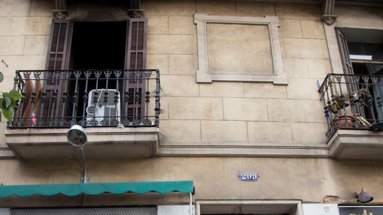 Dieciocho heridos, dos de ellos críticos, en un incendio en Barcelona