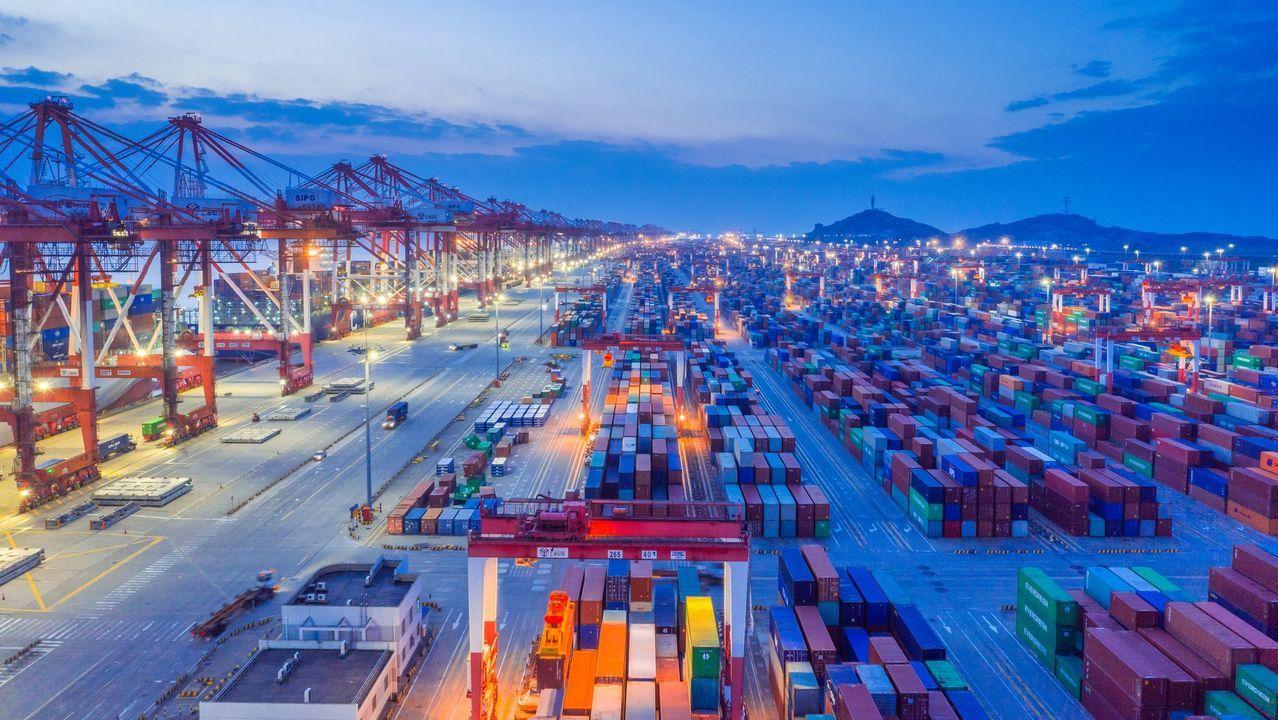 Así afectará a Galicia la gran nevada.El puerto de Shanghái, en China, mueve cada año el mayor número de contenedores del planeta