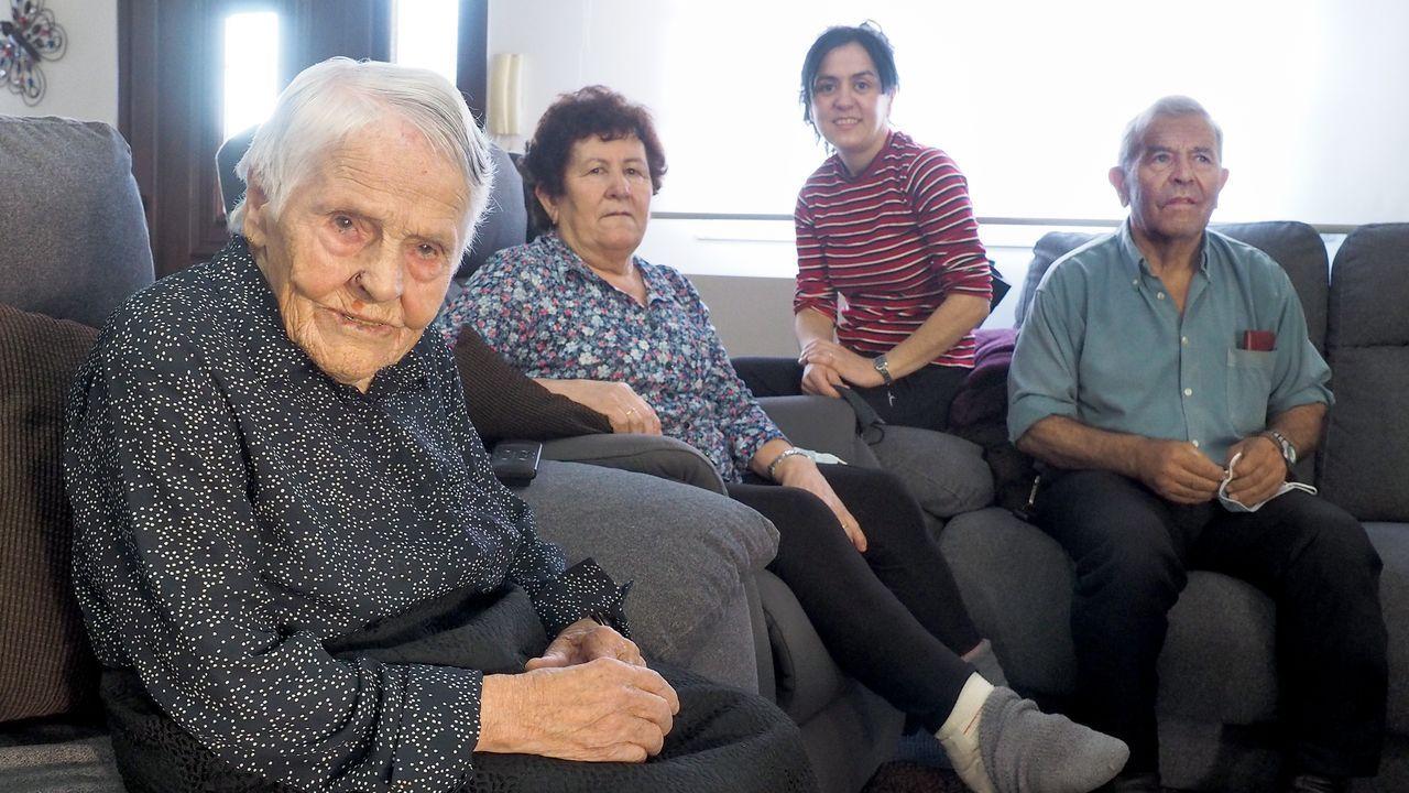 Cinco centenarios del entorno de Santiago cuentan su vida en la pandemia del covid.María Garrido, que cumplirá 101 años en agosto, es vecina de Dodro