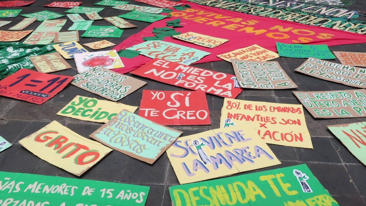 Concentración en repulsa por el asesinato de Soledad Rey.Carteles a favor del aborto en una manifestación