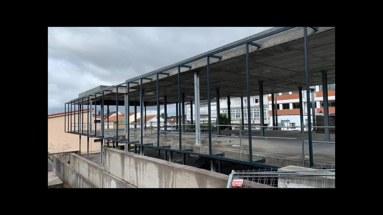 Graffiti en el puente de Rande.El tráfico en el corredor Lugo-Monforte sube de año en año por encima de la media gallega
