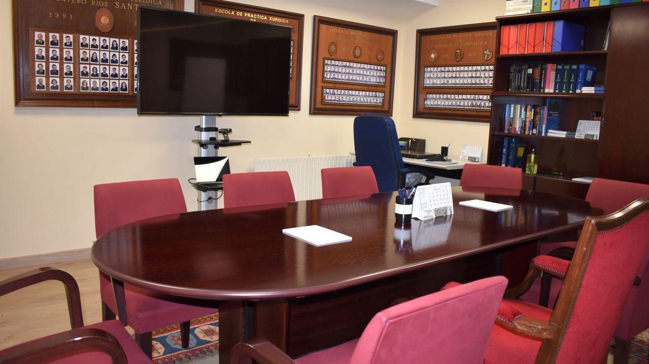 La nueva sala de videoconferencias del Colegio de Abogados compostelano cuenta con un sistema de purificación y renovación de aire anticovid