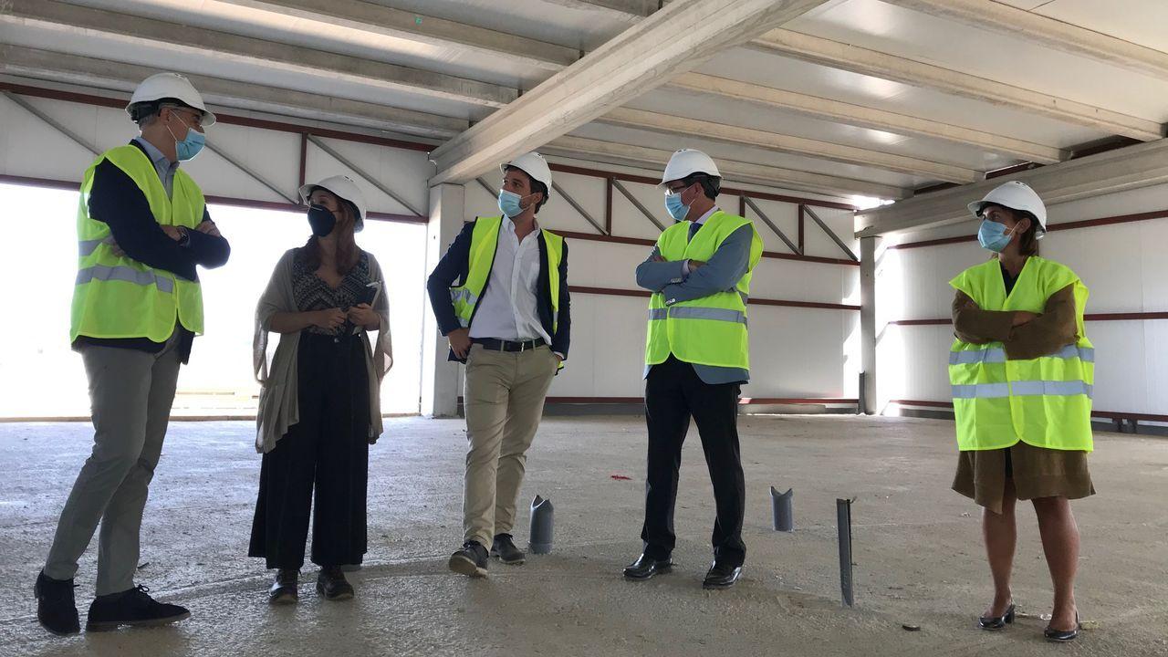 visita de Francisco Conde a Rozas, con os dos primeros hangares ya empezados a construir, los de Babcook e Indra