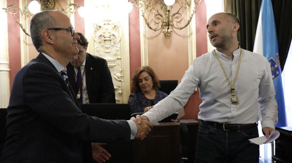 En Ourense, Gonzalo Pérez Jácome (derecha) es el sucesor en el cargo de Jesús Vázquez (izquierda)