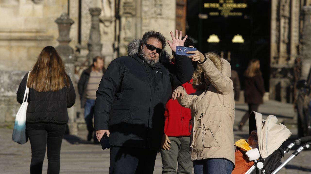 La policía pone en marcha el operativo para controlar la movida nocturna en el Ensanche.Enrico Onofri acompaña, por segunda vez, a la Real Filharmonía de Galicia en Santiago
