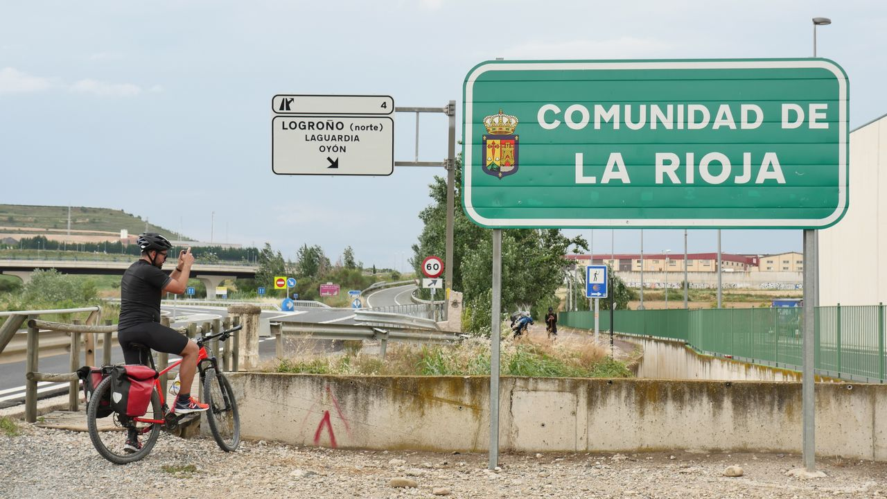 El Camino de Santiago en bicicleta, de Roncesvalles al Obradoiro.Plaza Mayor de Vich