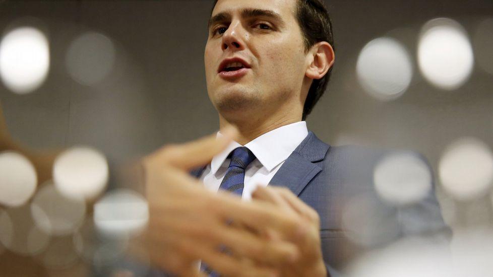 Los 23 diputados gallegos en el Congreso.Alberto Núñez Feijoo durante el último día de campaña electoral en Lugo.