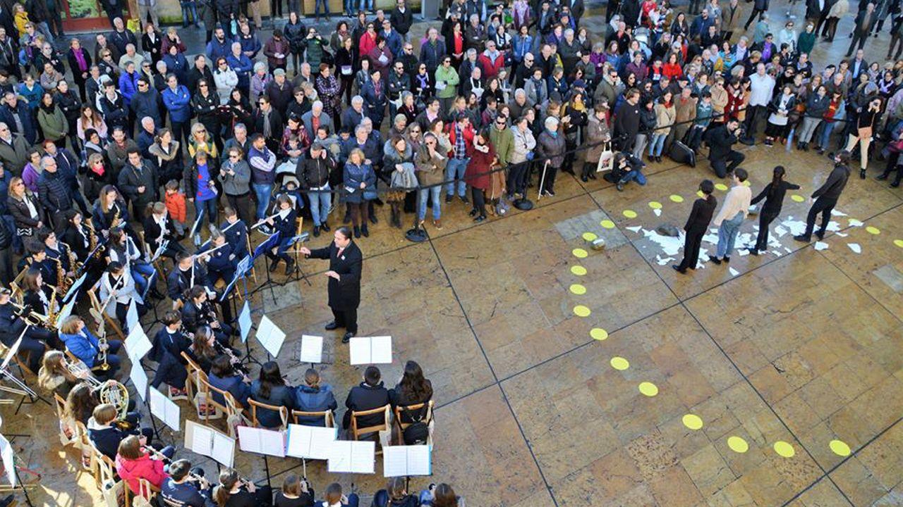 Actos contra la violencia de género en la plaza del Ayuntamiento de Oviedo