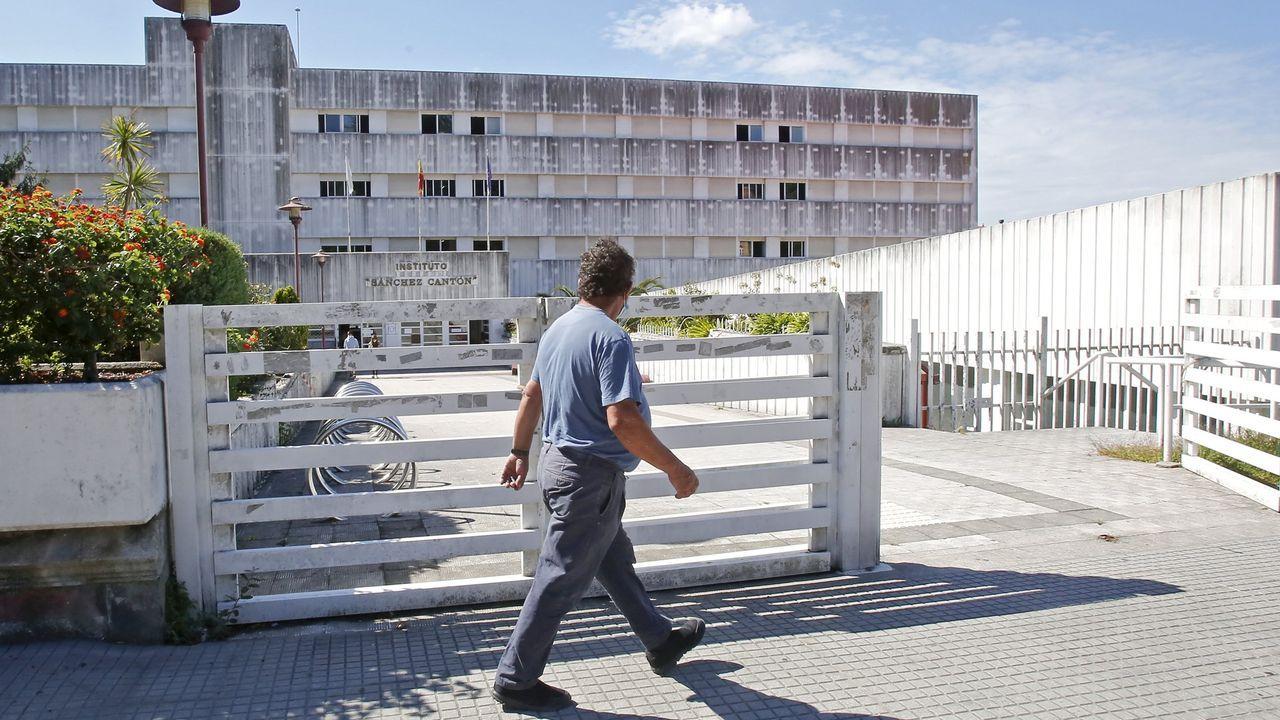 El brote que afecta a alumnos del IES Sánchez Cantón de Pontevedra está vinculado al acto de graduación de 2.º de bachillerato