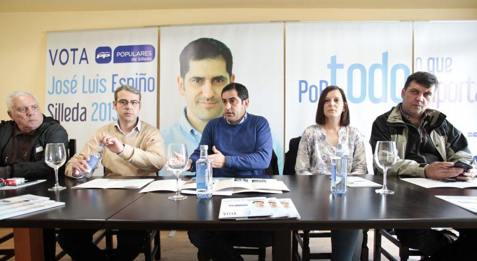 Espiño rodeado por Barcala, Maril, Iglesias y Arceo presentó ayer el programa del PP de Silleda.