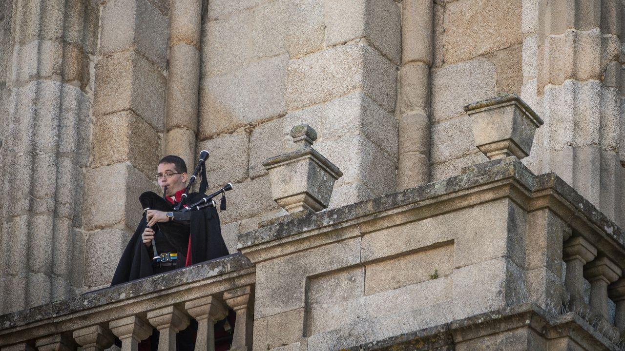 Yerai Fariñas, durante su actuación como  Gaiteiro de la catedral