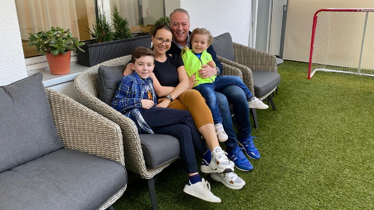 El sol llena de vida las terrazas de Ferrolterra.Ignacio Santiago Blanco y su familia pasa el confinamiento en su casa de Düsseldorf (Alemania), donde reside.
