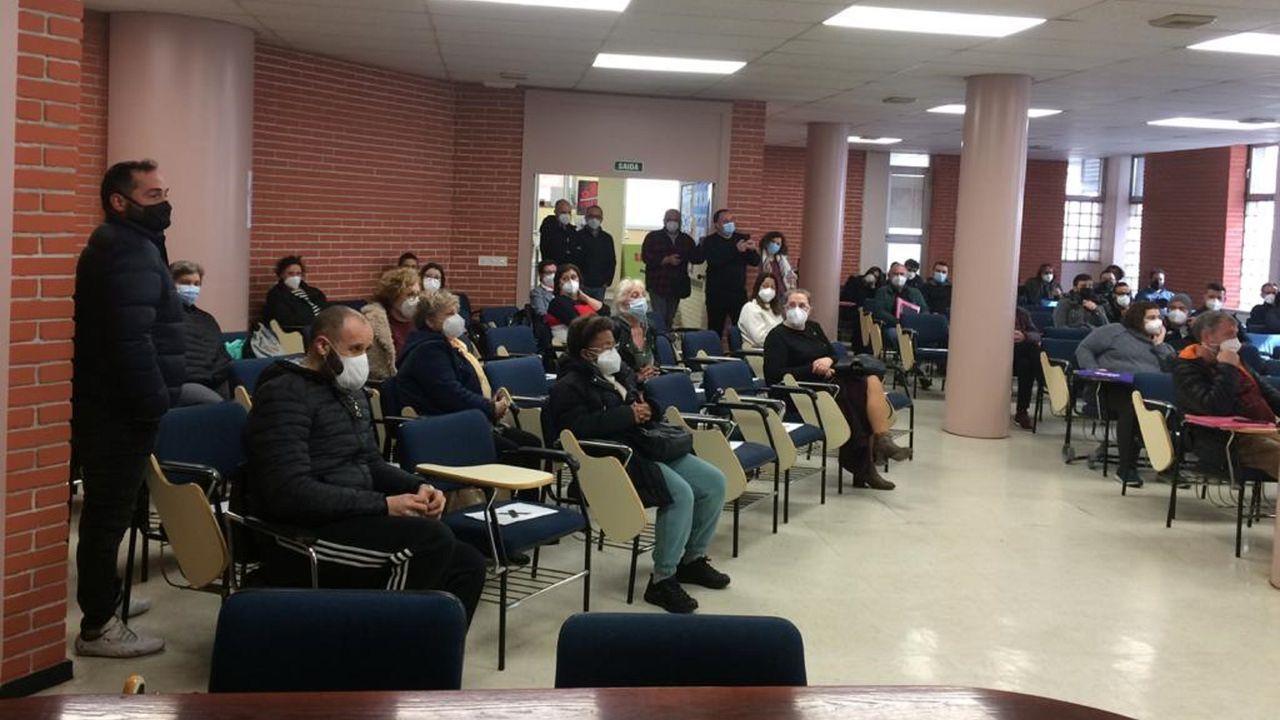 El colectivo Galegas8M convocó la huelga ayer en las escaleras de Santa María Nai