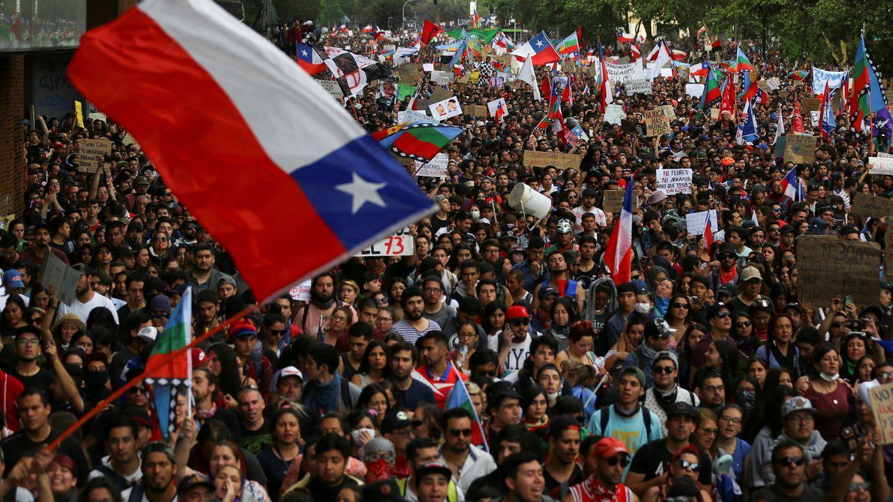Un asturiano en mitad de las protestas de Chile.La manifestación contra la desigualdad social transcurrió de forma pacífica en Santiago de Chile