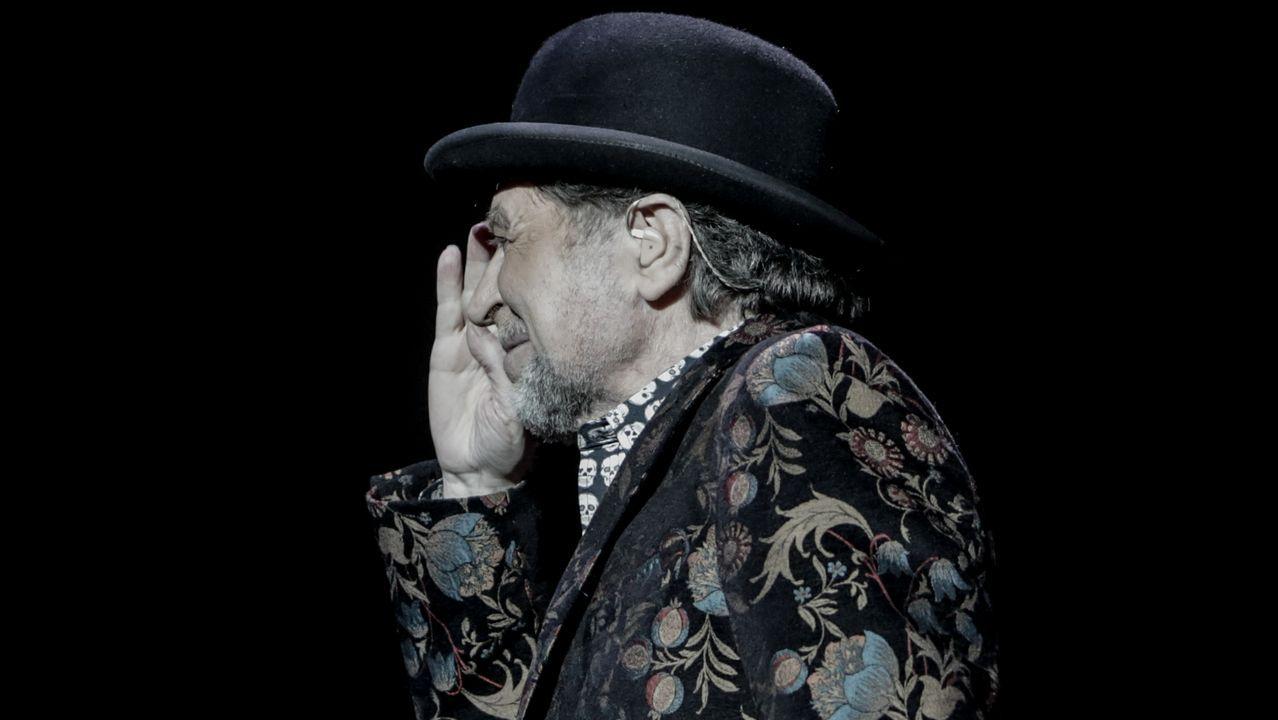 Aparatosa caída de Sabina en pleno concierto anoche en Madrid.JOAQUÍN SABINA EN EL CONCIERTO QUE DIO EN A CORUÑA EN EL 2015
