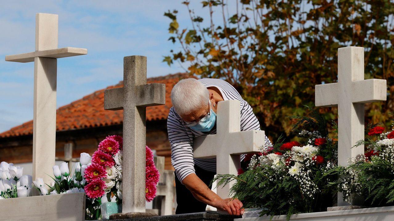 El HUCA abre una nueva sala destinada para los pacientes críticos.Una mujer acude a visitar la tumba de sus familiares en el cementerio de El Salvador de Oviedo este sábado en la víspera de la celebración de Todos los Santos