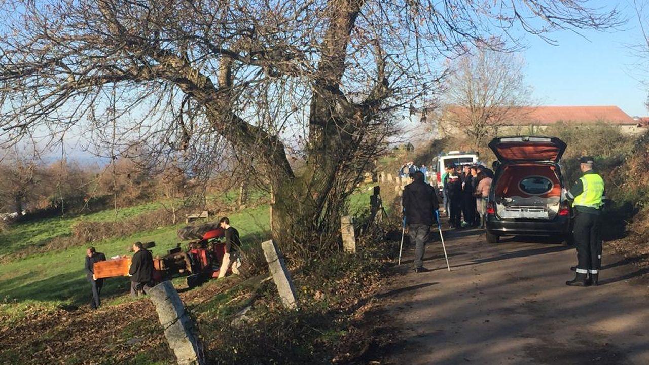 Dos hermanos fallecen aplastados bajo un tractor