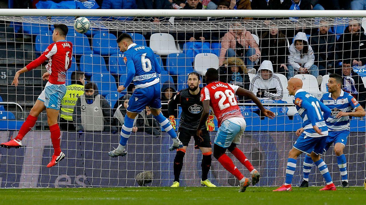 Tere Abelleira se escapa de una jugadora del Valencia