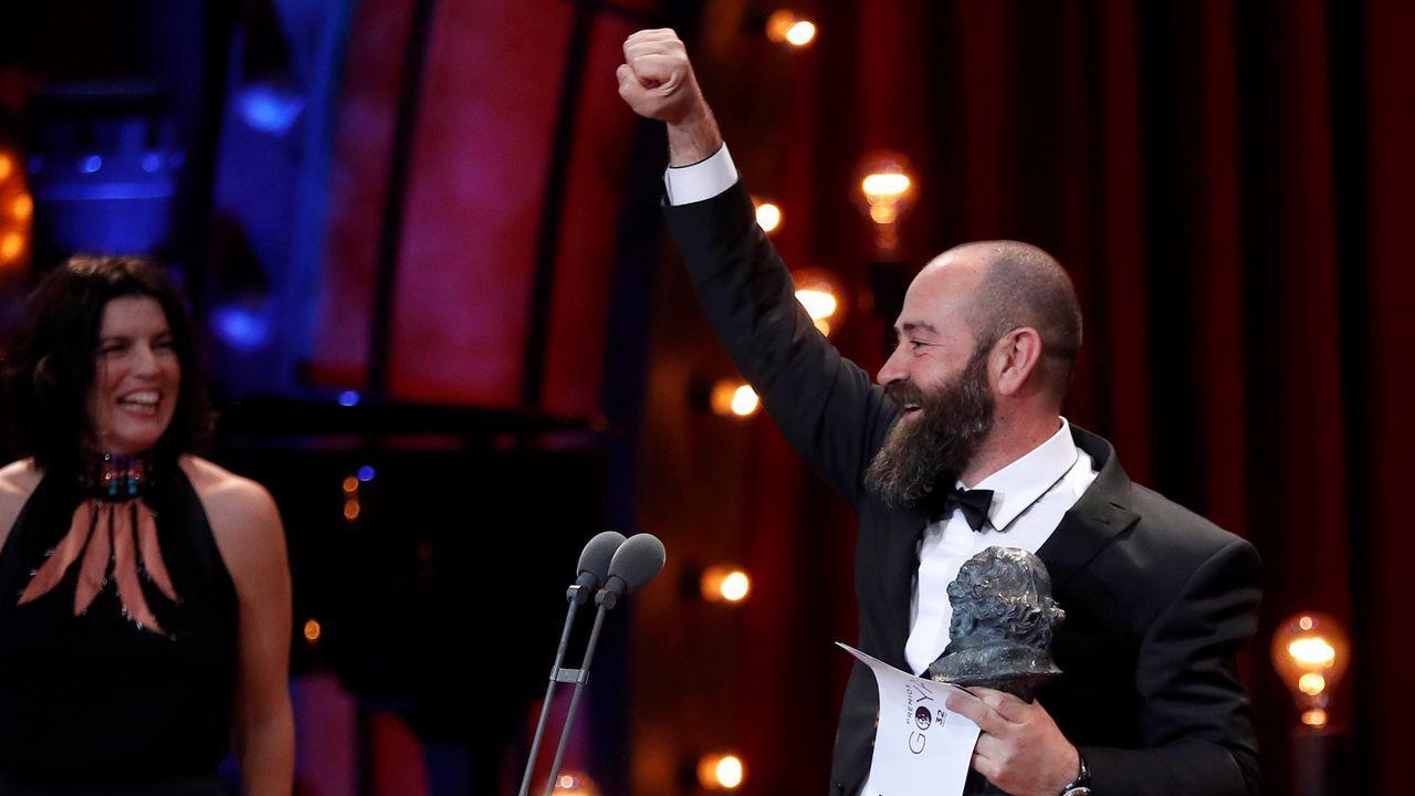 El realizador Ander Sistiaga tras recibir el premio a la Mejor dirección de Producción por Handia.