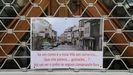 Cartel en un negocio de A Fonsagrada sobre el futuro del comercio en la villa