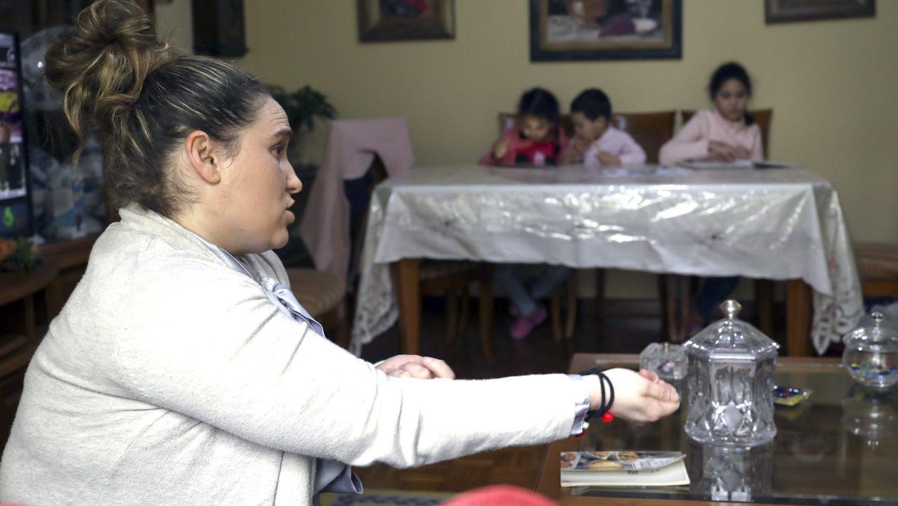 El impacto de más de seis semanas de confinamiento en familias y empresas de Santiago.Bispo Aguirre totalmente vacío el 4 de abril, Domingo de Ramos