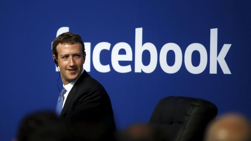Mark Zuckerberg donará el 99 % de sus acciones en Facebook.Gates, con Hollande, en la presentación de la alianza en París.