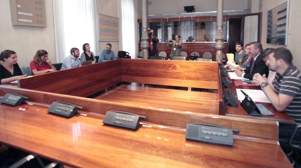 Daniel Ripa y Ramón Argüelles, encabezaron las delegaciones de Podemos e IU que se reunieron en la Junta General del Principado.Daniel Ripa y Ramón Argüelles, encabezaron las delegaciones de Podemos e IU que se reunieron en la Junta General del Principado