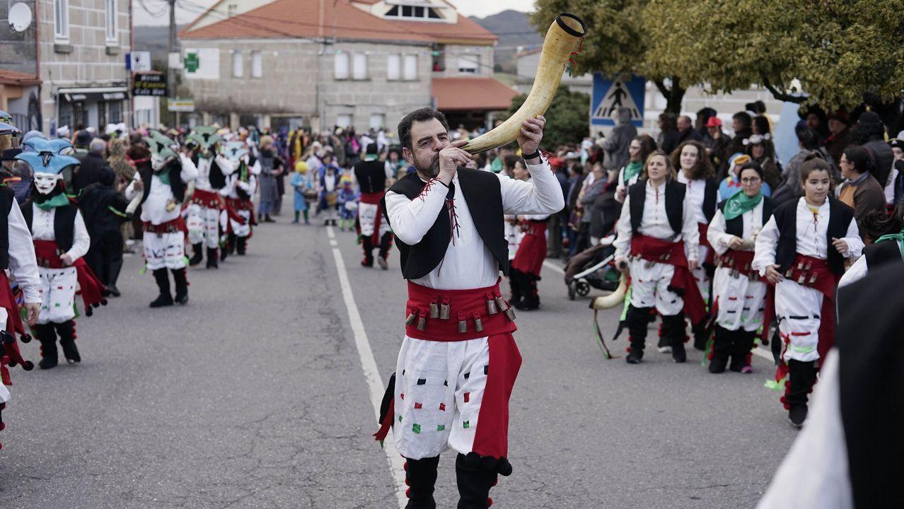CIS Aixiña: Entidades sociais de Ourense deseñan unha X humana..Díaz Mouteira en una reciente visita a Parada de Sil