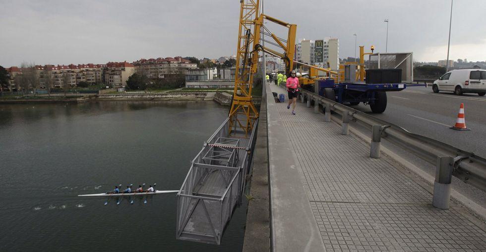 Los técnicos revisaron el estado del puente en marzo del 2015.