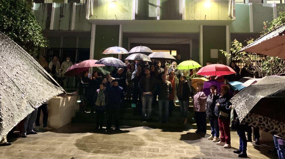 Concentración ante el Concello de Foz en repulsa por el crimen de Minaene Franco