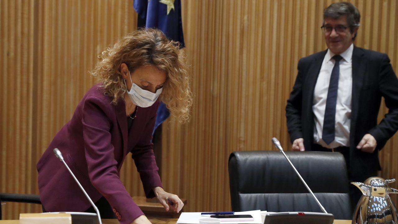 Patxi López observa a Meritxell Batet el jueves en el Congreso