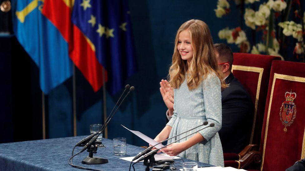 La princesa Leonor pronuncia su discurso, el primero en su condición de heredera de la Corona, durante la ceremonia de entrega de los Premios Princesa de Asturias 2019, este viernes en el Teatro Campoamor de Oviedo. EFE/ Ballesteros