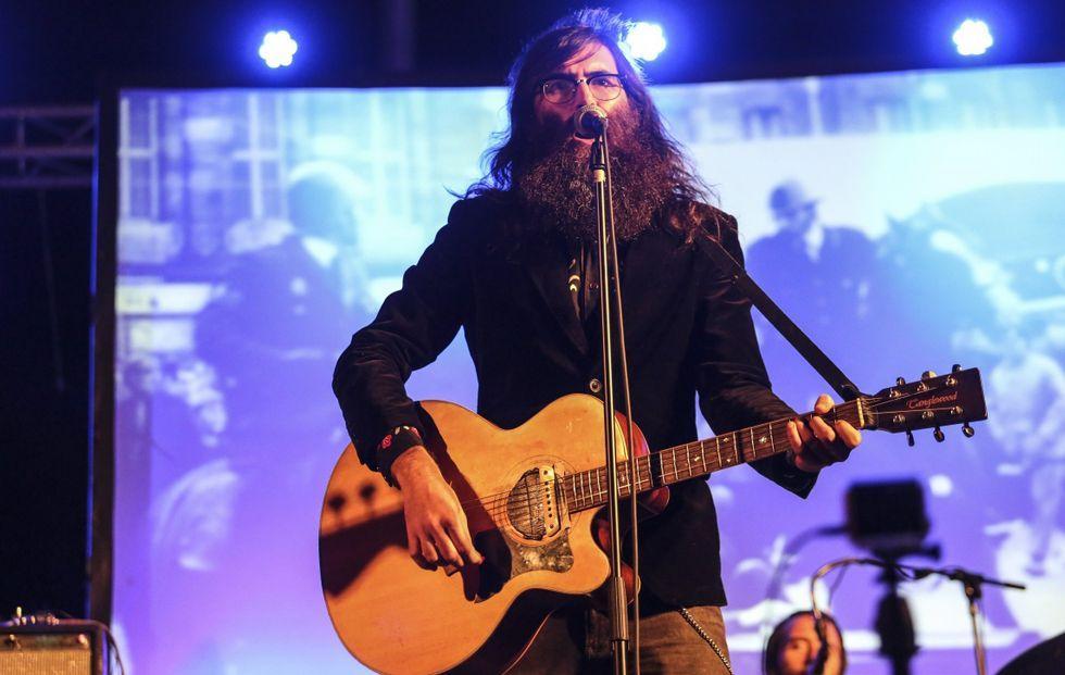Los premios MTV Europa, en imágenes.Javier Vielba, el cantante de Corizonas, durante una de una actuación en Ponteceso