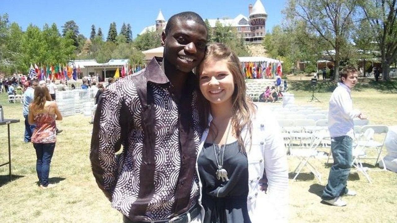 Sara Parcero con un compañero de Colegios del Mundo Unidos
