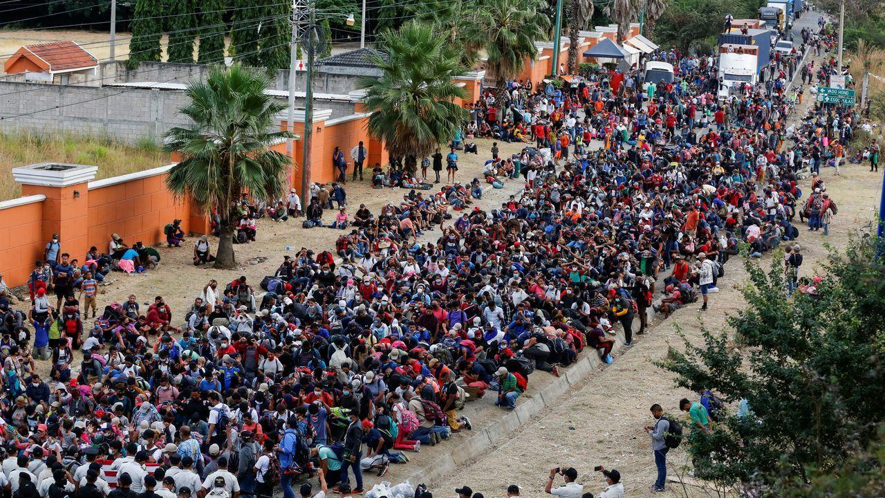 Caravana de inmigrantes hondureños bloqueados en Guatemala