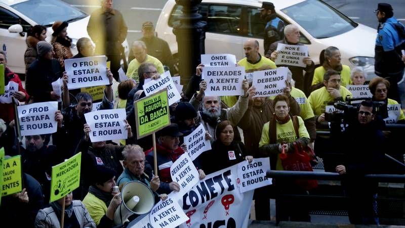 Protestas de afectados por las preferentes en A Coruña