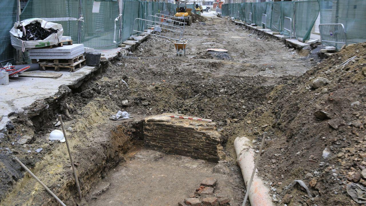 Miro.Aparecen más restos arqueológicos en las excavaciones de las obras de peatonalización de Quiroga Ballesteros