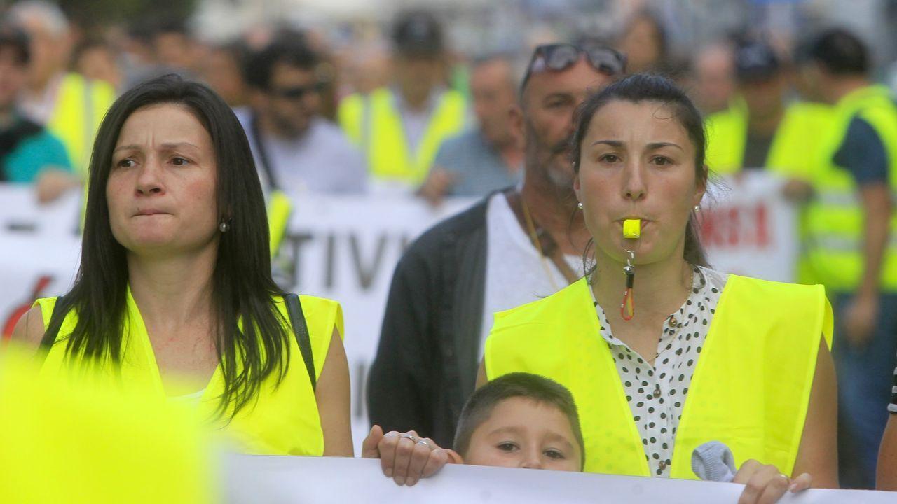 Participantes en una manifestación de los transportistas afectados por el parón de la térmica de carbón