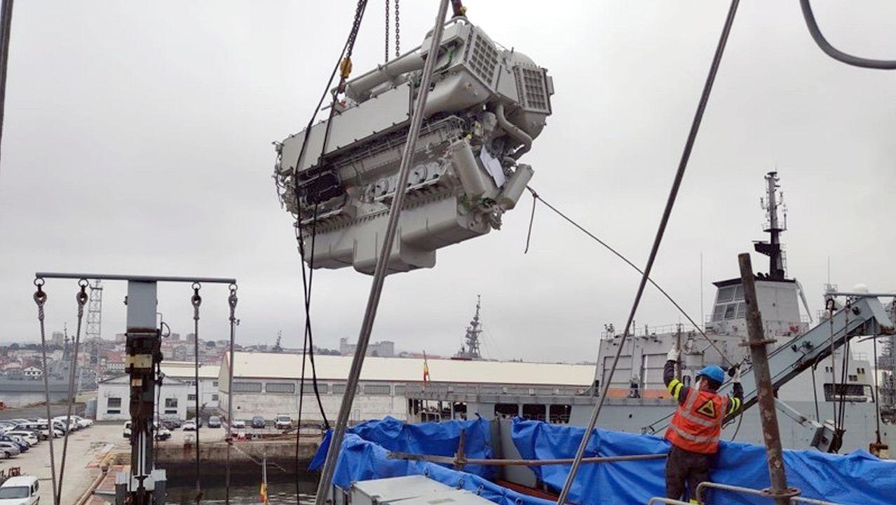 Maniobra de extracción del motor principal del patrullero Centinela