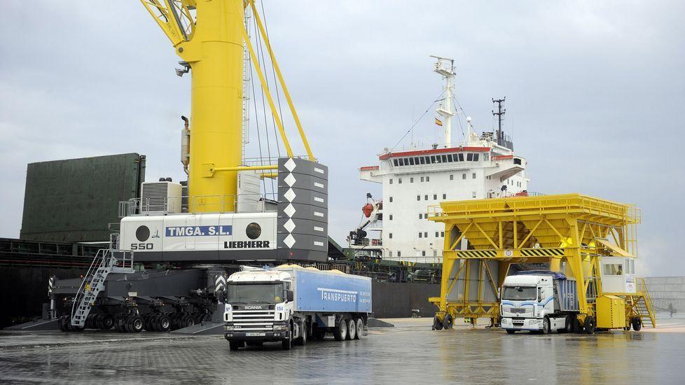 Descarga de graneles en el puerto exterior