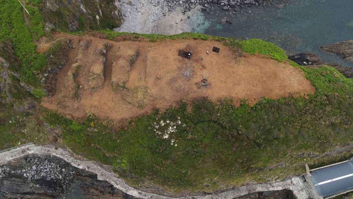 Trabajos de la campaña arqueológica en el castro de Peña Castiel, en Luarca.