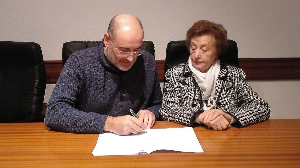 Baltar se reunió con los concejales del PP en Viana do Bolo en la sede del partido, pero en calidad de presidente de la Diputación