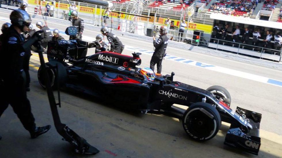 Fernando Alonso rueda en el circuito de Montecarlo.Segundo pitstop de Fernando Alonso en el circuito de Montmeló