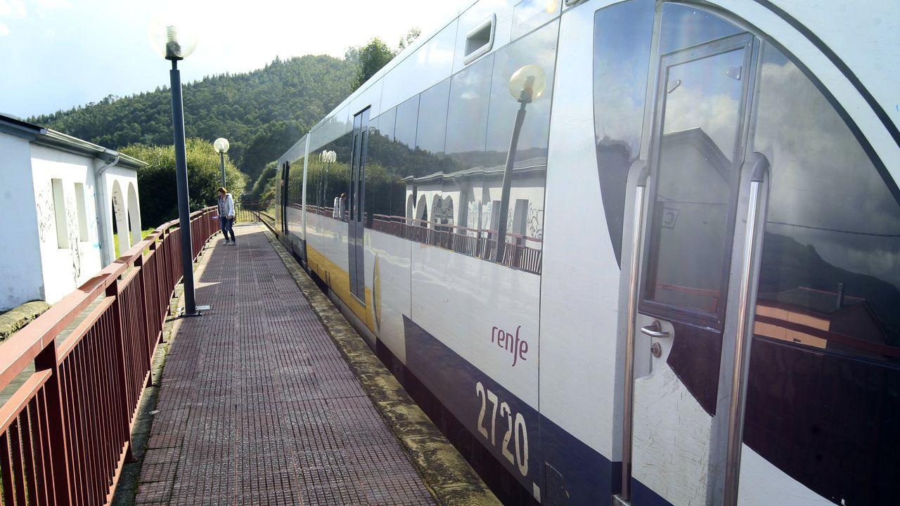 Situación en los puertos de montaña entre Asturias y León.Quitanieves en la autopista del Huerna