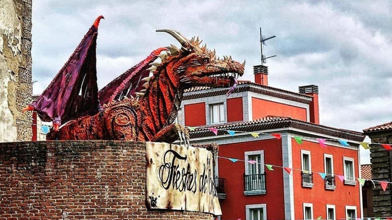 Fiestas de Cimavilla.La dragona Ramona, mascota de las fiestas en los últimos años