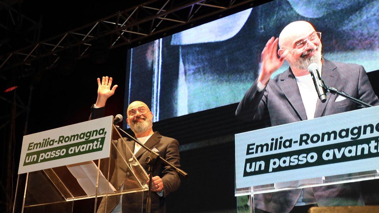 El gobernador saliente y aspirante del Partido Democrático (PD), Stefano Bonaccini, en el último mitin de campaña