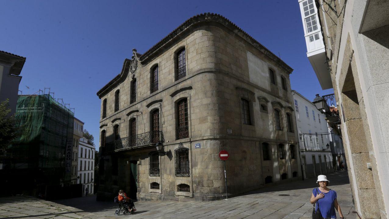 La avenida de Alfonso Molina, principal arteria de acceso a A Coruña, sufre con frecuencia retenciones y atascos