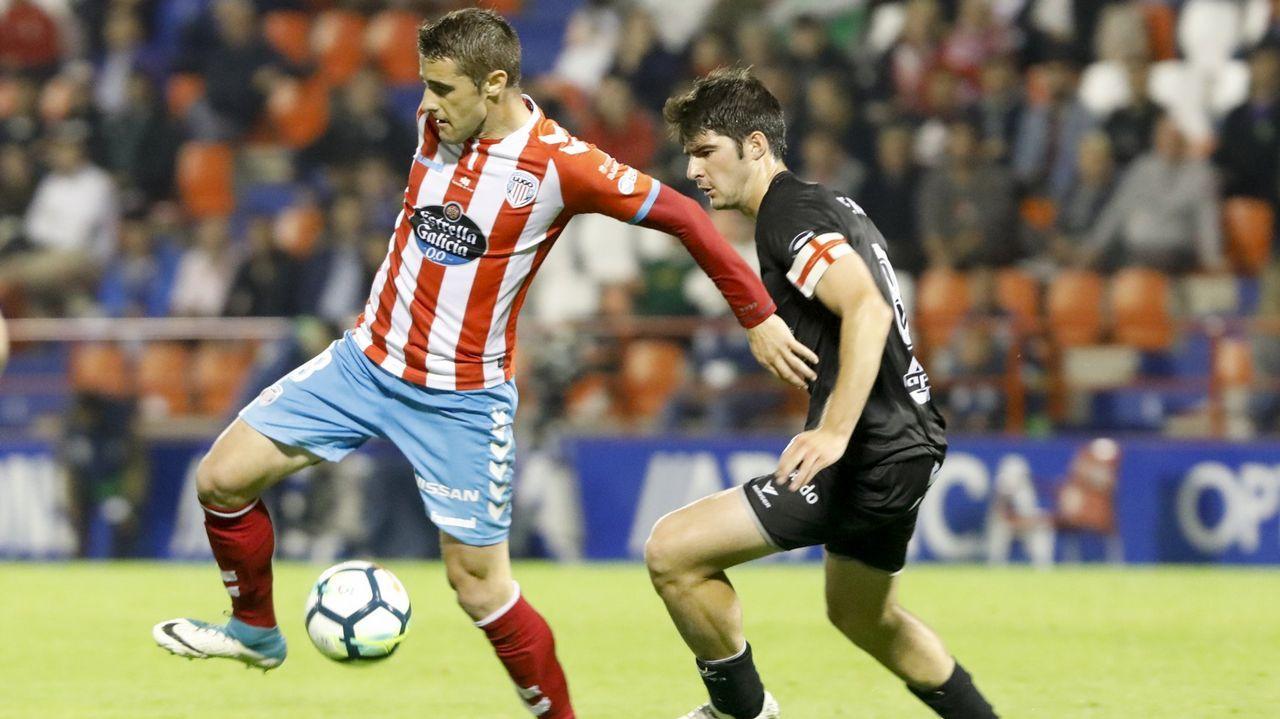 Los jugadores del Oviedo celebran uno de los tantos de Steven